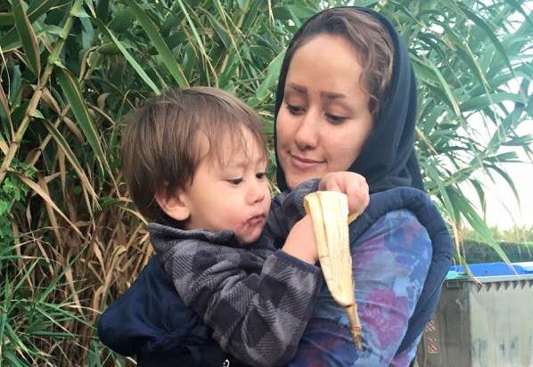 Refugiatii si babywearing-ul